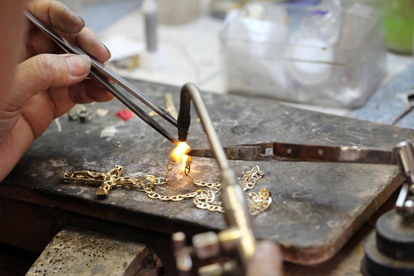 изготовление ювелирного украшения на заказ или покупка готового